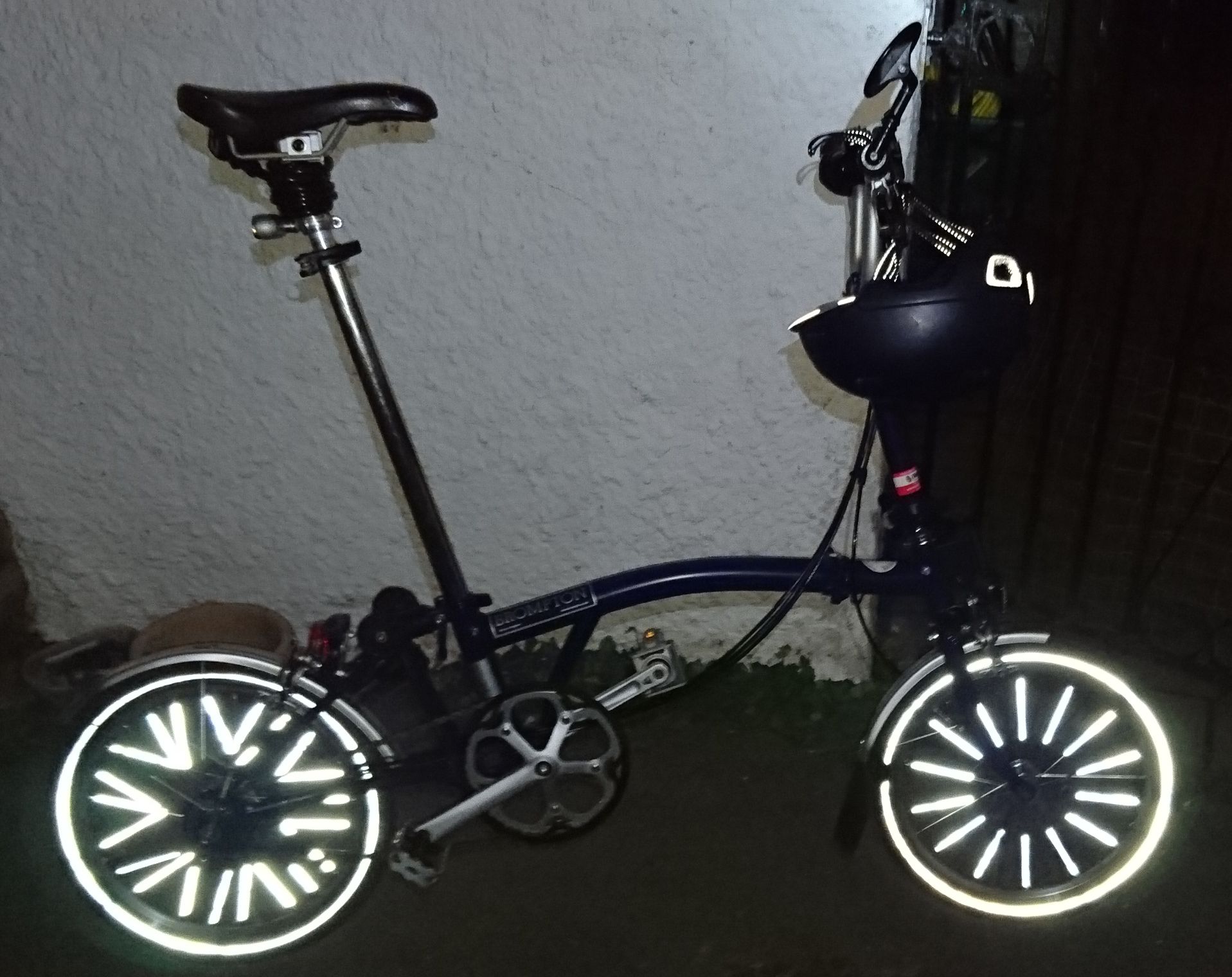 brompton-spokes-at-night